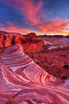 Valley of Fire Wave, Nevada - I will travel the natural wonders & beauty of the Southwest some day. Valley Of Fire State Park, Monument Valley, State Parks, Places To Travel, Places To See, Travel Destinations, Photos Voyages, All Nature, Parcs