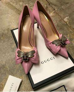 Gucci bees Source by de mujer sandalias Dream Shoes, Crazy Shoes, Me Too Shoes, Pretty Shoes, Beautiful Shoes, Shoe Boots, Shoes Heels, Pumps, Shoe Wedges