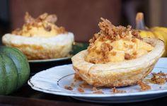 Pompoenpudding met walnotencrumble – Een beetje van zus Camembert Cheese, Cheesecake, Desserts, Food, Tailgate Desserts, Deserts, Cheese Pies, Cheesecakes, Meals