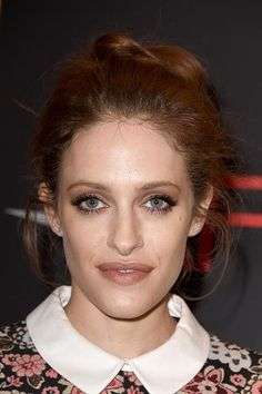 Carly Chaikin (March 26, 1990) American actress, o.a. known from 'Mr. Robot'.