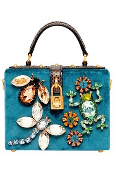 Doctor bag de terciopelo azul con incrustaciones de insectos de Dolce & Gabbana.