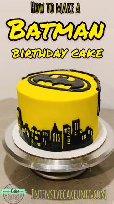 Batman Birthday Cake Step-by-step instructions to make an awesome Batman Cake! Easier than you think!] Yellow frosting with a bit of black fondant and ganache! Batman Cupcakes, Batman Cookies, Batman Birthday Cakes, Batman Cake Pops, Birthday Cakes For Boys, Motorcycle Birthday Cakes, Batman Party, Superhero Cake, Fancy Desserts