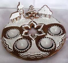Lakberendezés - Kert - Dekoráció - Kreatív ötletek Cool Gingerbread Houses, Christmas Gingerbread Men, Christmas Treats, Christmas Baking, Gingerbread Cookies, Christmas Cookies, Christmas Candle, Xmas, Cookie Factory