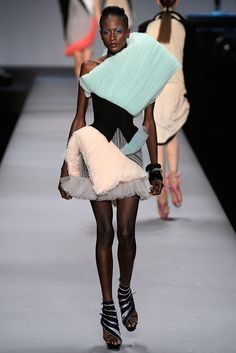 Viktor & Rolf Spring 2010 Ready-to-Wear - Collection - Gallery - Look 19 - Style.com