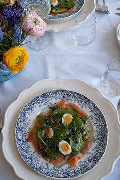 Lente salade met gerookte zalm en kwarteleitjes