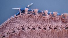 Knit Point of Flower Stitch Free Knitting Pattern+Video Baby Knitting Patterns, Knitting Stiches, Knitting Videos, Arm Knitting, Knitting For Beginners, Knitting Designs, Knitting Projects, Crochet Stitches, Crochet Patterns