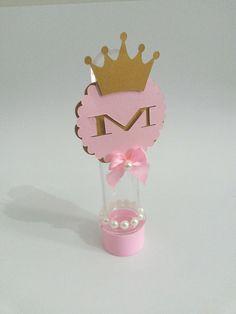 Tuebete Princesa com recorte de coroa e inicial do nome da aniversariante + aplique de perolas. <br> <br>Consulte-nos caso deseje customizar o produto, nosso objetivo é atender a sua necessidade.