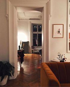 Home Decorators Laminate Flooring Product Apartment Chic, Dream Apartment, Apartment Living, Paris Apartment Decor, Appartement Design, Old Apartments, Dream Rooms, House Rooms, Cozy House