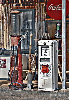 Route 66 Gas Pumps by Fine Art for Home and Business by C-One. Rolling thru the countryside on Route I saw these wonderful, rusty, crusty old pumps. Old Gas Pumps, Vintage Gas Pumps, Vw Vintage, Vasos Vintage, Auto Poster, Pompe A Essence, Cool Garages, Old Gas Stations, Filling Station