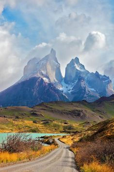 Torres del Paine National Park I Patagonia I Patagonia Chile I W Trek I Torres del Paine Chile from travel blog The Discoveries Of #southamerica #hiking #traveldestinations #adventuretraveldestinations