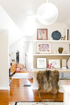 Touring Michelle LeBlanc's Artistic And Sunny Home | glitterguide.com