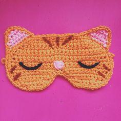 Crocheted with love! I will add a gold elastic band. Crochet Mask, Crochet Eyes, Crochet Gifts, Cute Crochet, Crochet Stitches, Knit Crochet, Crochet Patterns, Crochet Hair Styles, Sleep Mask