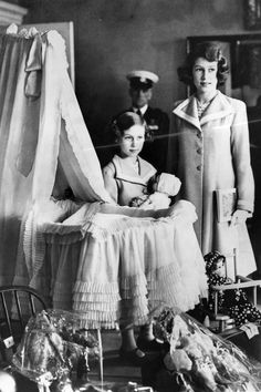 These rare pictures show Queen Elizabeth II and Princess Margaret growing up as (royal) children. English Royal Family, British Royal Families, Young Queen Elizabeth, Princess Margaret Young, Queen Of England, Royal Family Of England, Isabel Ii, Queen Elizabeth, Northern Ireland