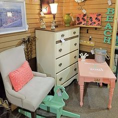 Mint and soft coral, a nice spring combination. Located at Hunt & Burrow Booth 512