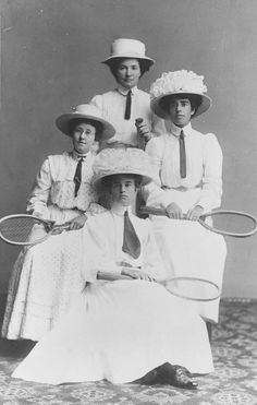 Female tennis players,1908.