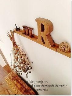 ●セリア他、チープ雑貨がたくさんあっても「絵になるリビング」に*お手頃な木製アルファベットオブジェが、仲間入りした今日のリビング画像。少しずつの足し算と、私の今後についてのお話● - ナチュラルアンティーク雑貨&家具のお部屋 - サンキュ!主婦ブログ 料理・節約・懸賞など主婦の口コミブログ満載