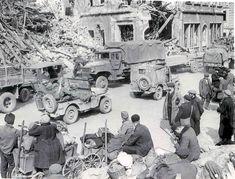 La capture de Saarbrucken, 70e Division d'infanterie. Les troupes se déplacent vers le haut et civils réintégrer Saarbrücken,  The capture of Saarbrucken, 70th Infantry Division. Troops move up and civilians move back into Saarbrucken,
