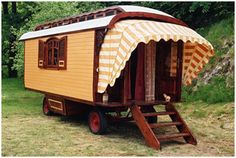 Roulotte with awning Gypsy Trailer, Gypsy Caravan, Gypsy Wagon, Gypsy Living, Tiny House Living, Living Room, Gypsy Home, Off Grid House, Caravans For Sale