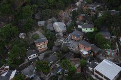 Rocha despenca de morro, destrói casas e deixa centenas de desabrigados | Vip Brasil News