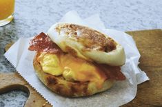 Grab-and-Go Breakfast Sandwich – Skip the drive-thru. Your homemade breakfast sandwich, with egg and turkey bacon, is a better-for-you Healthy Living recipe—and tastier! Kraft Recipes, Ww Recipes, Diabetic Recipes, Brunch Recipes, Cooking Recipes, Recipies, Kraft Foods, Pastry Recipes, Healthy Recipes