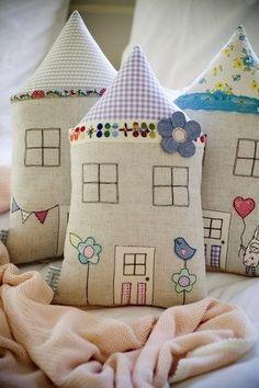 Ideas para el hogar: Casas con relleno confeccionadas con telas de colores incluye molde