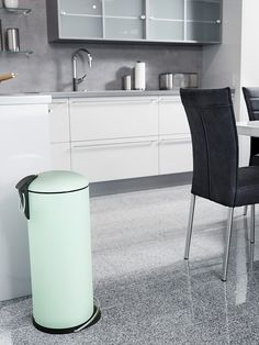 The handy pedal waste bin with the curved lid, wide ergonomic foot rail and galvanized inner bin, coloured in matt mint.