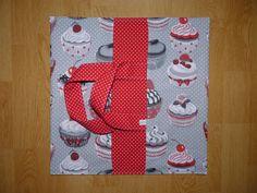 Sac à tarte tout coton aux motifs cupcakes, pour transporter en toute sécurité tartes et quiches. Cadeau original et unique.