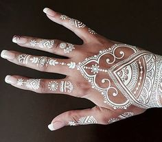 Trendy Ideas For Wedding Indian Henna Mehandi Designs Henna Tattoos, Tattoos Mandalas, White Henna Tattoo, Henna Body Art, Mehndi Tattoo Hand, Rib Tattoos, Temporary Tattoos, Tattos, Wedding Henna Designs