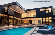 There is some overlap with contemporary house plans with our modern house plan collection featuring those plans, checkout 25 Amazing Modern glass house design Modern Glass House, Glass House Design, Modern House Design, Modern Exterior, Exterior Design, Stucco Exterior, Facade Design, Modern Properties, Modern Mansion