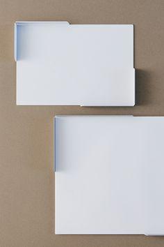 デザイナー向け雑貨ブランドSOGU。コピー用紙を整えて置くためのトレー。用紙ジャストサイズであることで紙のコバが揃う心地よさを楽しんでください。#SOGU #A3 #A4 #A5 #TRAY #DESIGN #PRODUCT #SIMPLE #COOL Computer Mouse, Paper, Colors, Pc Mouse, Colour, Mice, Color, Paint Colors, Hue