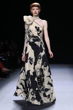 Jenny Packham RTW Fall 2012 - Beautiful Pattern & Design! Floating down the runway!