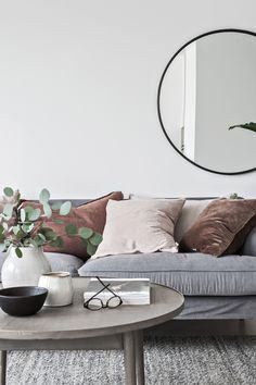Mölndalsvägen 89D Home Living Room, Living Room Decor, Decorative Cushions, Of Wallpaper, Home Staging, Apartment Design, Interior Design Inspiration, Sofa, Family Room