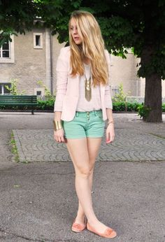 fashion-ideas Outfits Niños, Preppy Outfits, Fashion Outfits, Fashion Ideas, Fashion Clothes, Skin Tips, Look Cool, Simple Designs, Bermuda Shorts