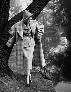 There is such a delightful Robin Hood-esque vibe to this lovely 1950s tweed outfit.So English.