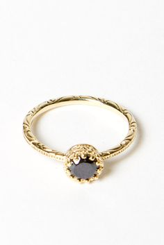 I adore gold rings, especially with gorgeous elaborate scrollwork and design. Sigh, this is stunning.