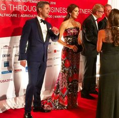 FIRST PHOTO of Crown Prince Frederik and Crown Princess Mary looking F L A W L E S S tonight, September 28th, at The Grand Ball at the Smithsonian Arts and Industries Building in Washington DC. Mary is rewearing a gown first worn in 2009.