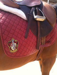 Hogwarts saddle pad, Gryffindor