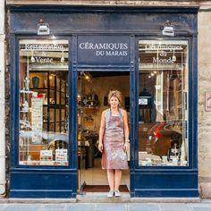 Ce photographe met à l'honneur les plus belles devantures de boutiques de Paris... Et nous offre un véritable plongeon dans le temps !