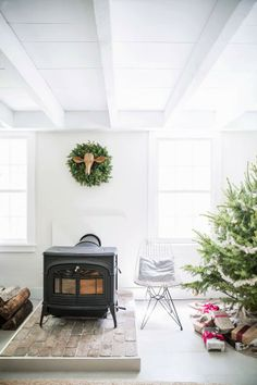 The wood-burning stove heats the house during the colder months Christmas Mantels, Noel Christmas, Xmas, Christmas Fireplace, Simple Christmas, Inspiration Design, Interior Inspiration, Hearth Pad, Family Room