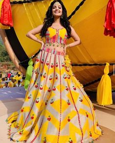 Presenting you latest Haldi Outfit ideas for Bride. From yellow haldi outfit to designer haldi outfit, we have got variety dresses. #shaadisaga #indianwedding #haldioutfitforbride #haldioutfitforbridelatest #haldioutfitforbrideunique #haldioutfitforbrideyellow #haldioutfitforbridesimple #haldioutfitforbridebest #haldioutfitforbridewhite #haldioutfitforbridesaree #haldioutfitforbridetrendy #haldilehenga #haldilehengayellow #haldilehengaforbride #haldilehengasimple #haldilehengadesigns #lehenga