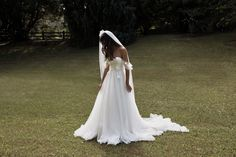 A Grace Loves Lace bride is effortlessly cool. Captivated by the hand crafted designs