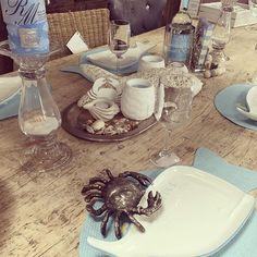 Zomerkriebels! #tafel #rivieramaison #zomer #krab #walvis #blauwwit #nautisch #ouddorpaanzee #ouddorp #stylinghuisdezuikertuin #dezuikertuin #summervibes