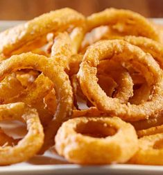 Here is how to make a terrific appetizer of Hot and Tasty Onion Rings. These are served with Betty& Surfin& Seafood Cocktail Sauce or ketchup. - Hot and Tasty Onion Rings Healthy Onion Rings, Homemade Onion Rings, Onion Rings Recipe, Cooking Chef, Cooking Recipes, Healthy Recipes, Beer Battered Onion Rings, Seafood Cocktail, Cocktail Sauce