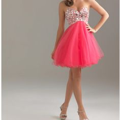 I want this for my 8th grade final dance <3 So cute!!! It might look better in blue or something for me, but whatever. Still adorable <3