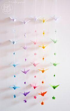 """Guirlandes de grues en origami, entièrement faites à la main. Collection """"dégradé de couleur"""".Sur commande. Pour une décoration zen et colorée."""