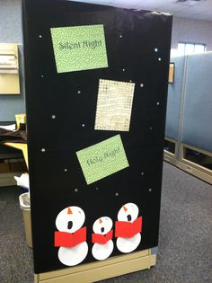 Simple Office Christmas Decoration Ideas Which Are The Best Of All Times - Blurmark Christmas Cubicle Decorations, Homemade Christmas Decorations, Office Decorations, Merry Christmas, Simple Christmas, Christmas Crafts, Snowman Crafts, Cube Decor, Holiday Fun