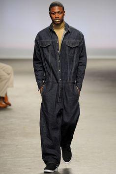 Modern Men's Sportswear Essentials in Astrid Andersen Fall-Winter Collection 2018 Crazy Runway Fashion, Hip Hop Fashion, Fashion Show, Mens Fashion, The Man Show, Modern Man, Vogue Paris, Fashion History, Winter Collection