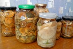 как солить рыжики Fungi, Russian Recipes, Preserves, Pickles, Cucumber, Mason Jars, Stuffed Mushrooms, Food And Drink, Veggies