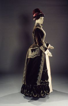 Brooklyn Museum Costume Collection at The Metropolitan Museum of Art, Gift of the Brooklyn Museum, 2009; Anonymous gift in memory of Mrs. John Roebling, 1970