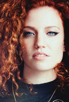 Jess Glynne, Girl Crushes, Daenerys Targaryen, Game Of Thrones Characters, Singer, Fictional Characters, Singers, Fantasy Characters